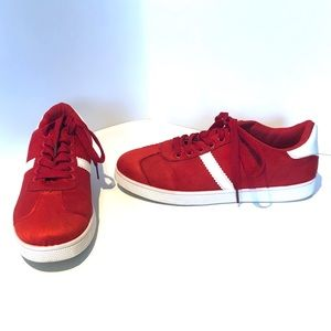 5/25$ Streetwear Society | red and white sneakers